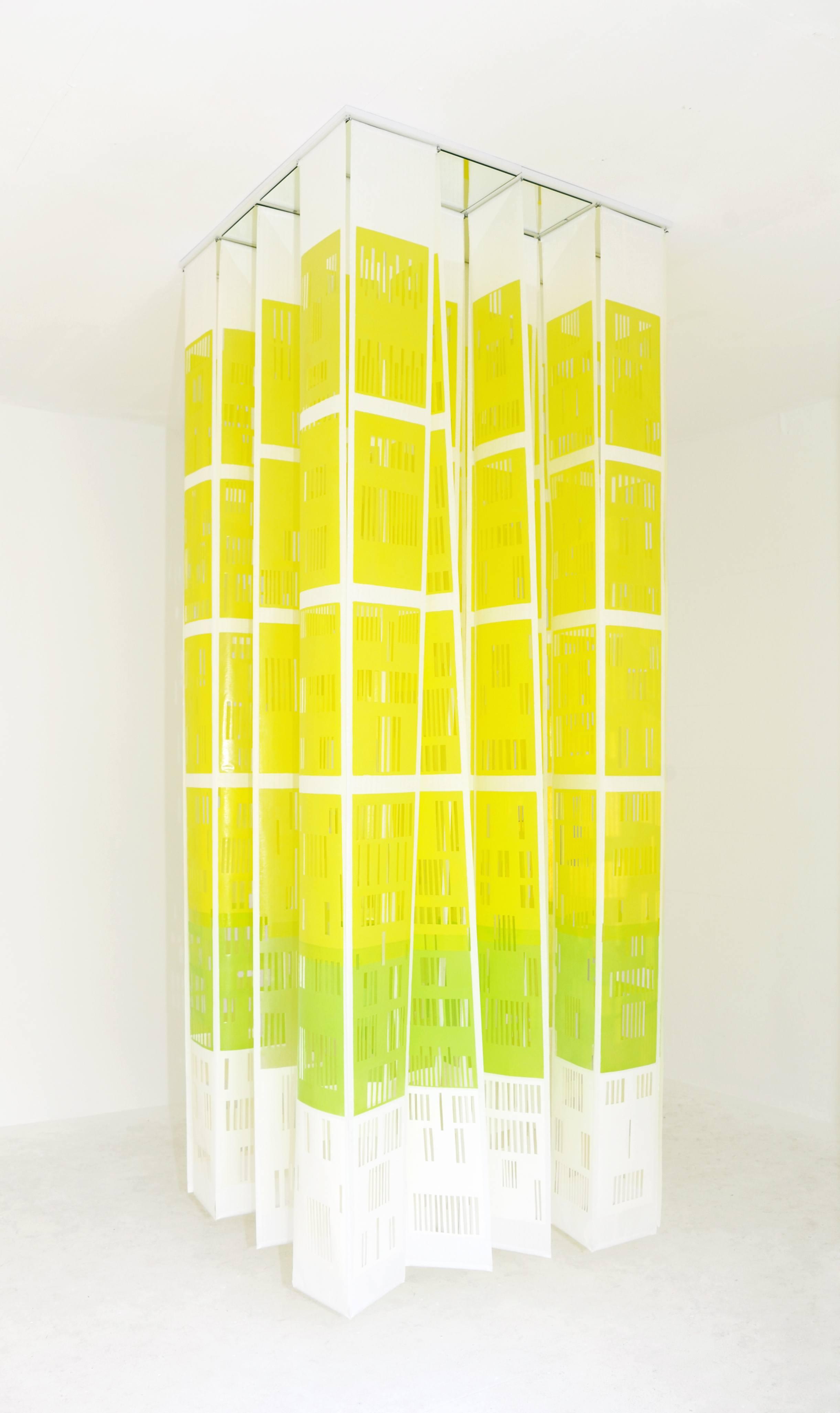 Hochdruckinstallation, 24 Bahnen Wenzhou Papier zu je 3 m Höhe, mit je 6 Flächendrucken 40cm x 20 cm, Skalpellzeichnung, unter Spiegelkassettendecke, 2014 (hier: im cube 4x4x4, märz galerie Mannheim)